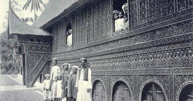 Een der fraaiste huizen te Solok. Sumatra 1911